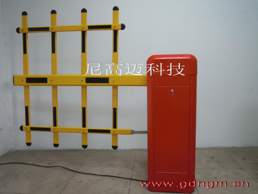 小区双层栏栅道闸安装,三排杆电动栏杆道闸